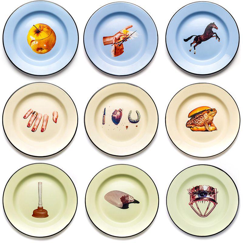 Set 9 piatti in metallo smaltato Toiletpaper