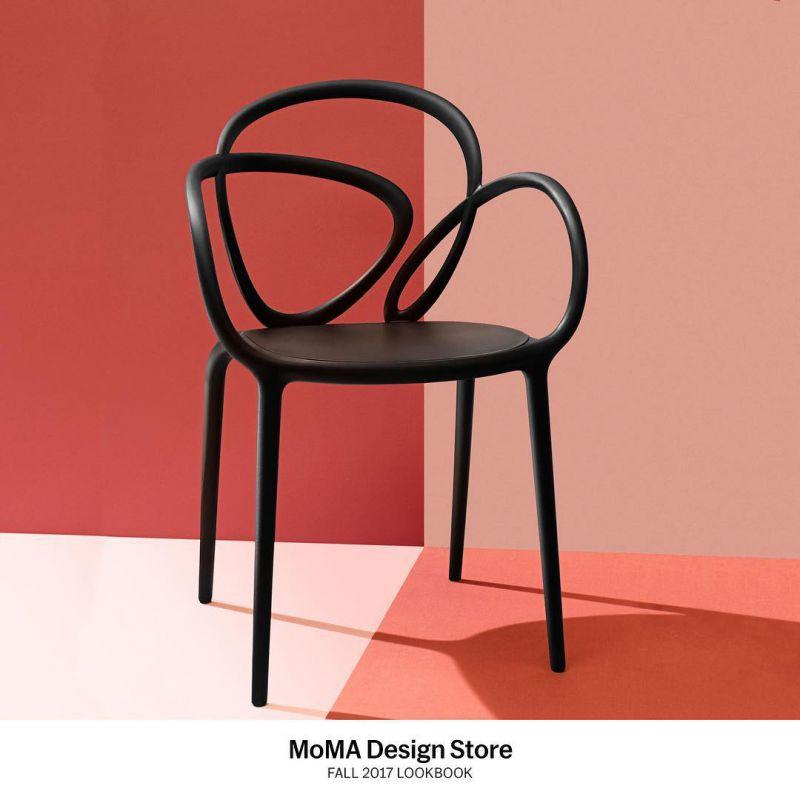 Coppia di sedie nere loop chair qeeboo domustore luxury for Sedie design treviso