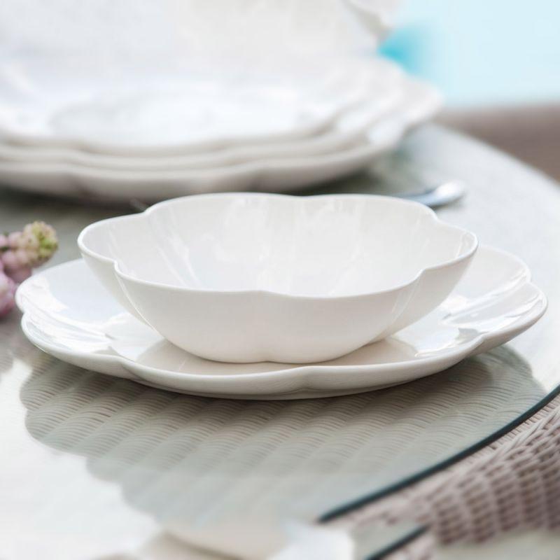 La Porcellana Bianca.Servizio 18 Piatti Villa Dei Fiori La Porcellana Bianca