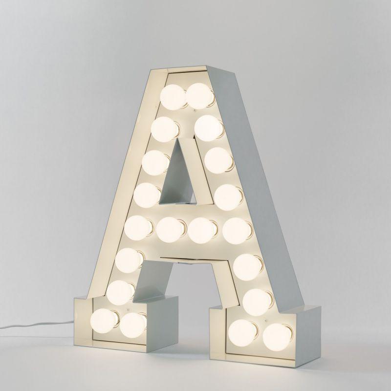 Lettera A luminosa in metallo Vegaz