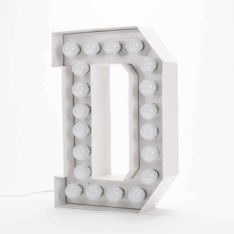 Lettera D luminosa in metallo Vegaz