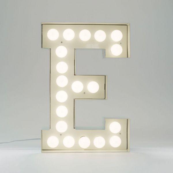 Lettera E luminosa in metallo Vegaz