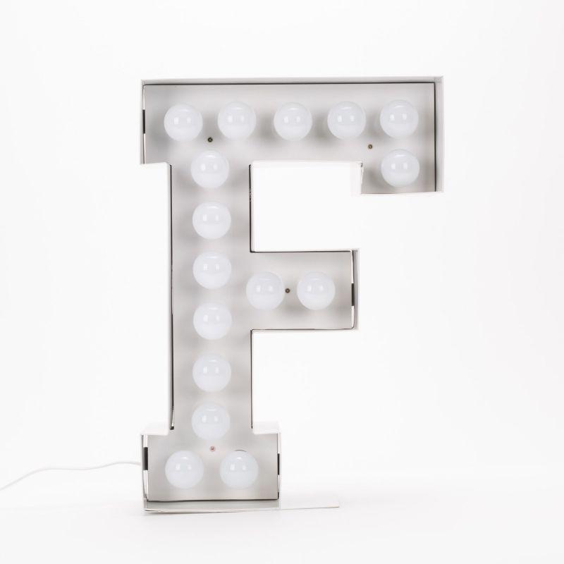 Lettera F luminosa in metallo Vegaz