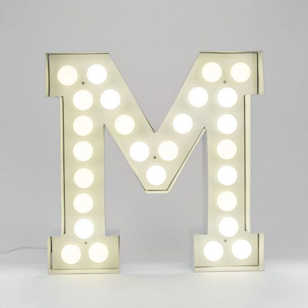 Lettera M luminosa in metallo Vegaz