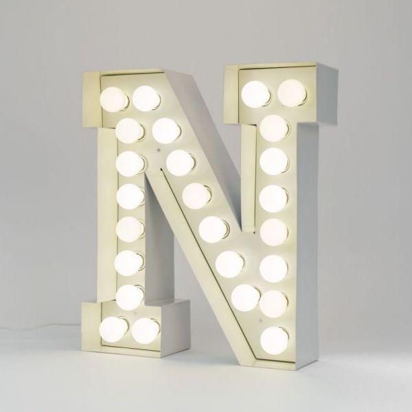 Lettera N luminosa in metallo Vegaz