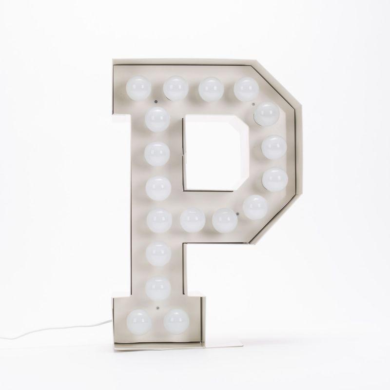 Lettera P luminosa in metallo Vegaz
