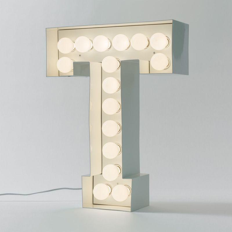 Lettera T luminosa in metallo Vegaz