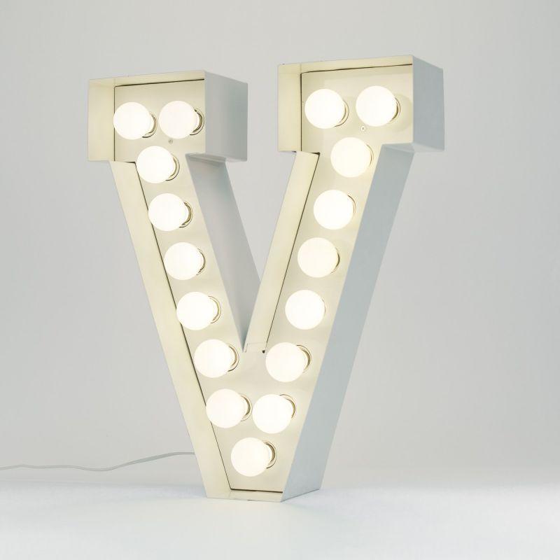 Lettera V luminosa in metallo Vegaz