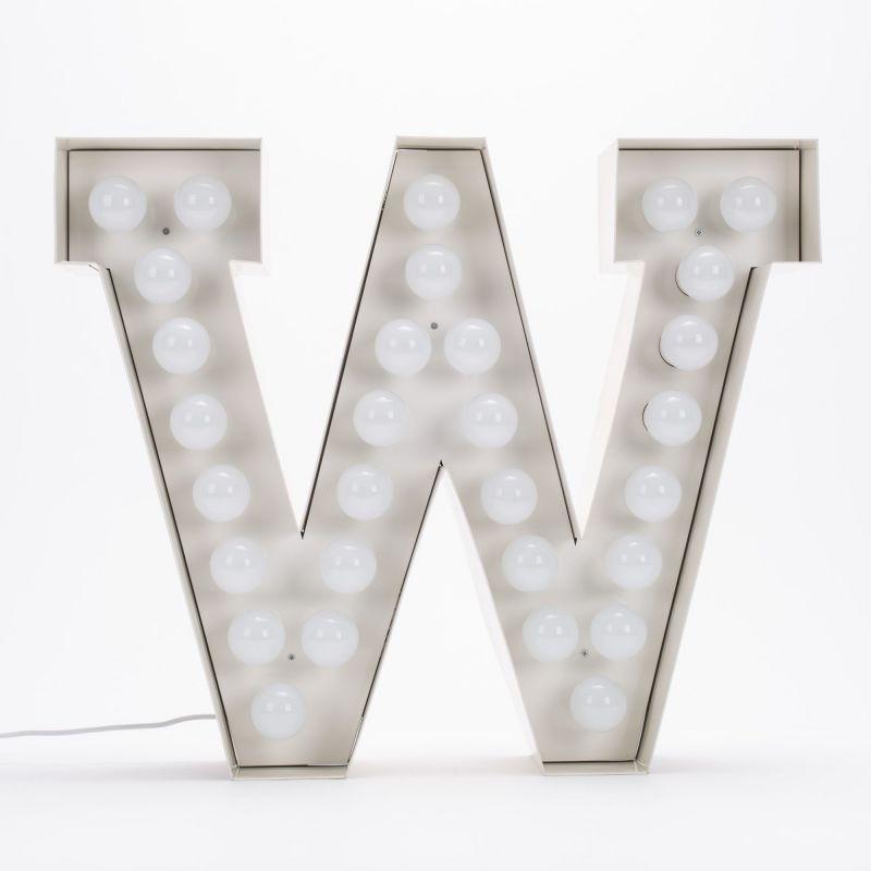 Lettera W luminosa in metallo Vegaz
