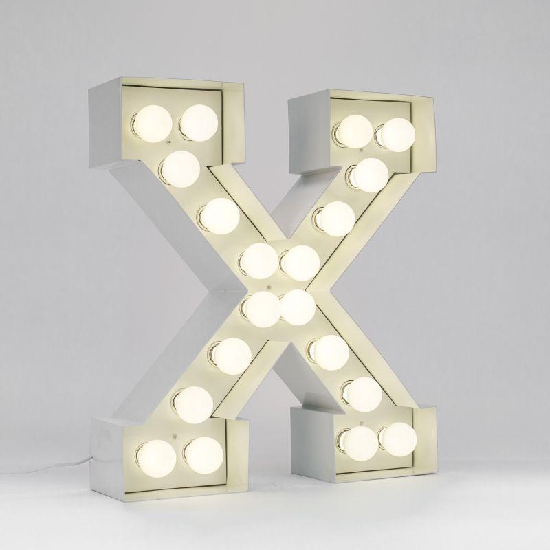 Lettera X luminosa in metallo Vegaz