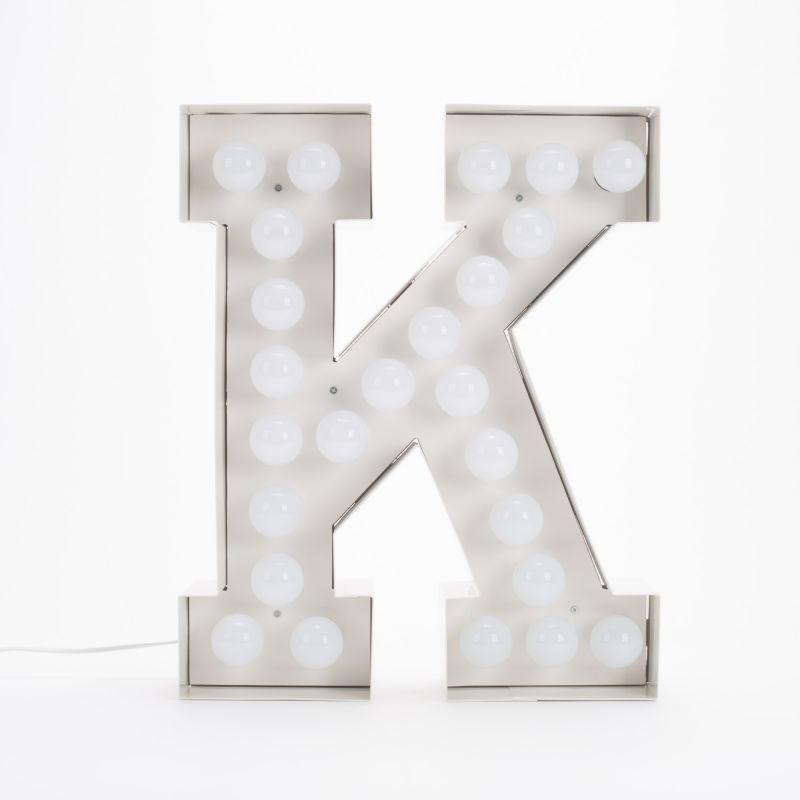 Lettera K luminosa in metallo Vegaz