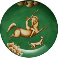 Piatto Amazzone con corno. fondo verde la venatoria